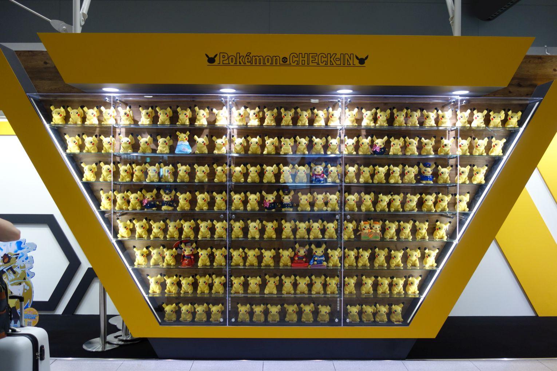 Viele Pikachuplüschtiere am Flughafen KIX