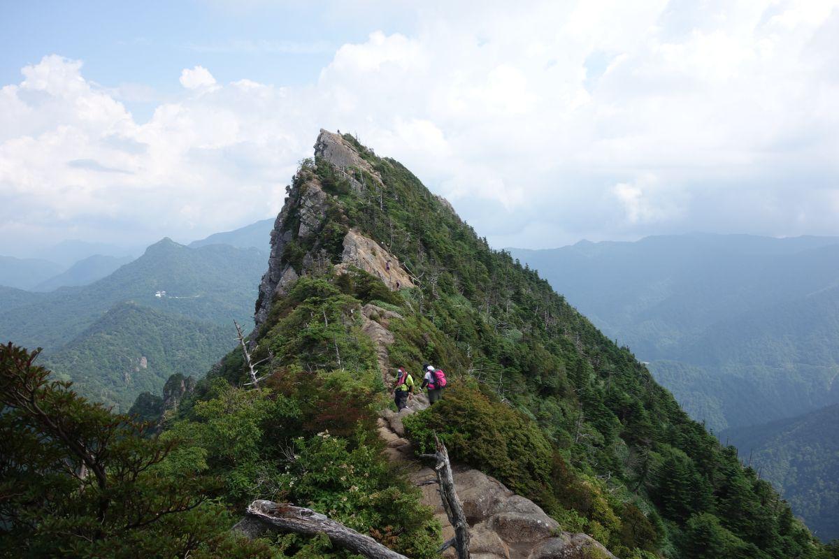 Bergkamm des Ishizuchi mit Sven und Andre