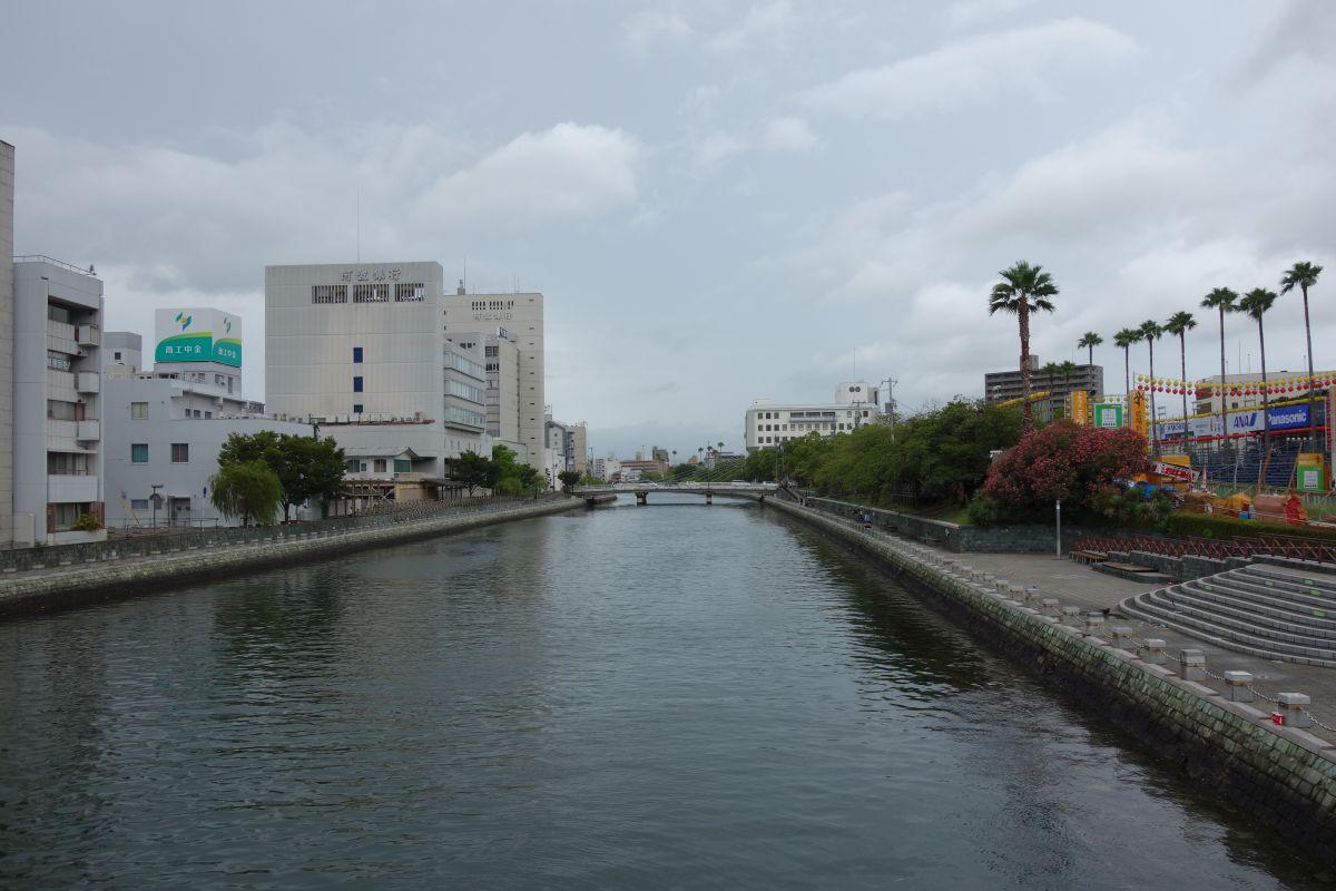Grauer Himmel über Tokushima